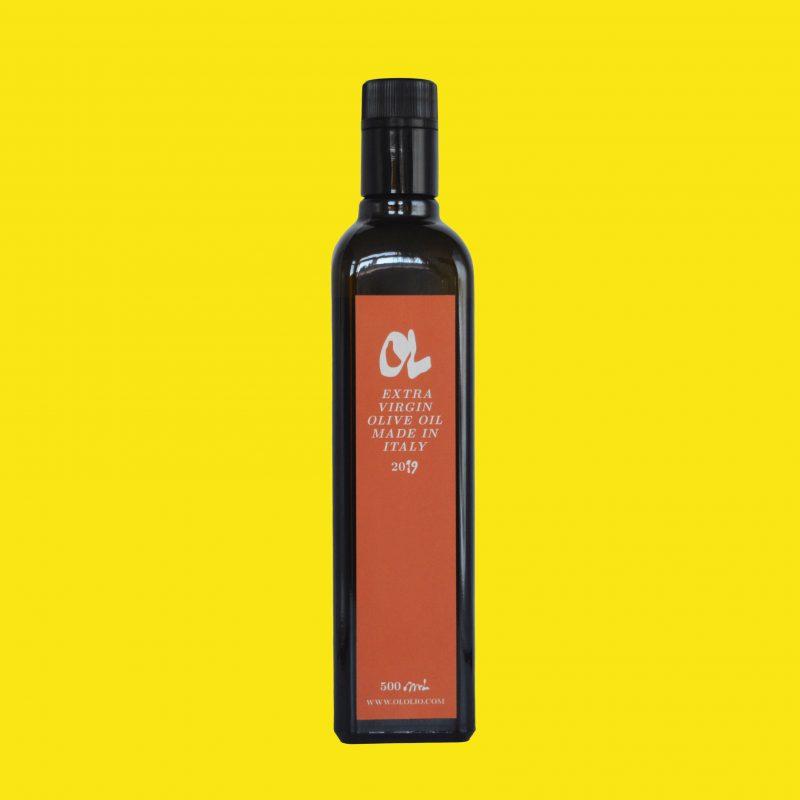 Fles Italiaanse Toscaanse extra vergine olijfolie van Frantoio olijven